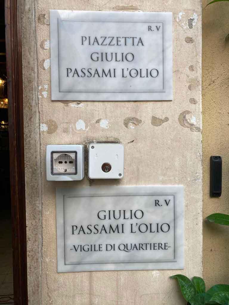 giulio-passami-l-olio-insegna- I Piaceri della Maremma - Carne biologica km0